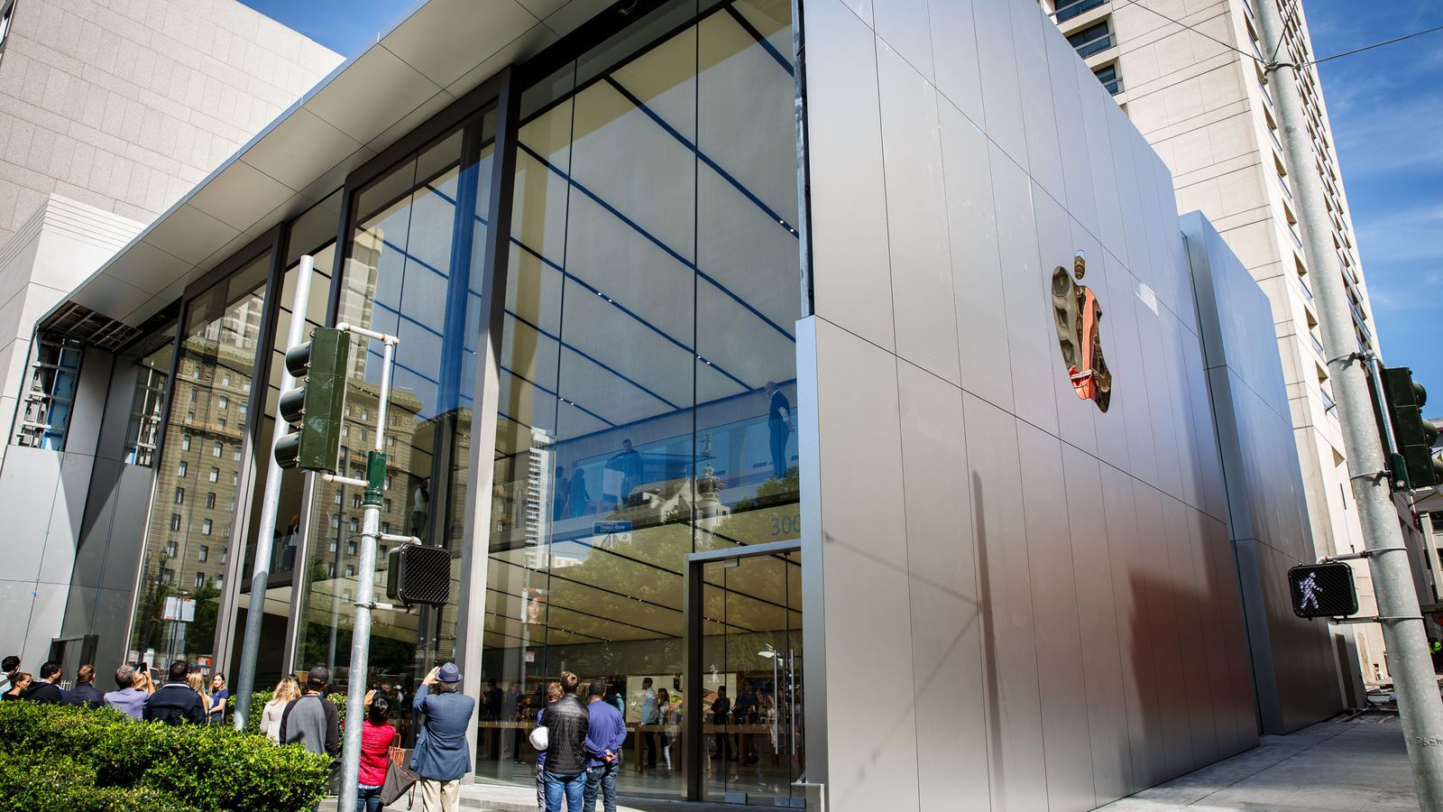 Apple Stores Keep Getting Robbed In San Francisco Bay Area